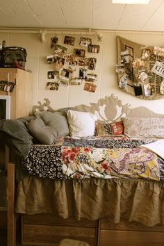 Dorm Room Ideas For Girls Decorations Country.Fun Cheap And Easy DIY Projects For Dorm Rooms DIY . 10 Cute Dorm Rooms For 2018 - Best College Dorm Decor And . Home and Family Vintage Dorm, Retro Vintage, Dorm Room Themes, Beddinge, Dorm Room Organization, Dorm Life, College Life, Funny College, College Dorm Rooms