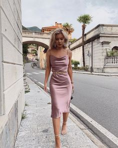25 Classy Outfit Ideas You'll Need This Season! Bridesmaid Dress Styles, A Line Prom Dresses, Satin Dresses, Silk Dress, Satin Midi Dress, Looks Chic, Looks Style, Classy Outfits, Cute Outfits