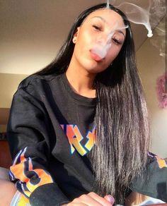 Weed Girls, 420 Girls, Regina George, Girl Smoking, Women Smoking, Thug Girl, Gangster Girl, Bad Girl Aesthetic, Stoner Girl