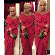 designed by Norma Hauri (Indonesia) super elegant Hijab Abaya, Hijab Gown, Abaya Fashion, Modest Fashion, Fashion Dresses, Modest Dresses, Pretty Dresses, Beautiful Dresses, Kebaya Dress