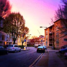 【最佳日出】~the best sunrise~ #london #sunrise #purplesky #vanishingpoint #iphoneasia #iphonegraphy #sky #car - @gloomyl- #webstagram