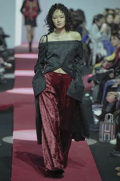 J Koo Seoul Fall 2016 Fashion Show