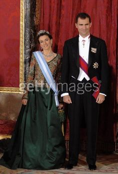 Queen Letizia wore this tiara for a dinner during the Romanian State Visit on November 24, 2007.