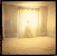 """Bernard Faucon, Série """"Les chambres d'or"""", 1987-1989 © Bernard Faucon"""