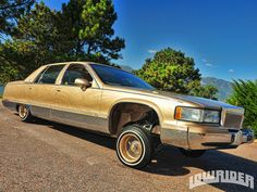 1993 Cadillac Fleetwood Right Side View Photo 1