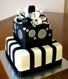 Black & Silver Present 30th Birthday Cake .... Mari, I like this for you... Maybe a different color?!?