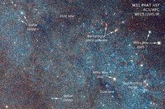 Diese Aufnahme des Hubble-Teleskops zeigt einen Teil der Andromeda-Galaxie und markiert einige Sternhaufen und Milchstraßen-Sterne