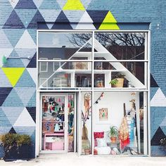 I'm loving all of the #DSStorefronts entries so far! Is so great to celebrate local shops and discover new ones. This  is by @julieholderphotography at @peopleof2morrow in Brooklyn