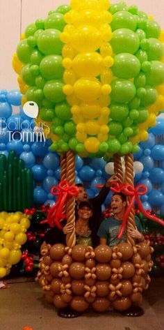 Balloons by Tommy brings The Wizard of Oz to life through balloons!