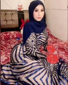 Arab Girls Hijab, Girl Hijab, Muslim Girls, Beautiful Arab Women, Beautiful Hijab, Hijab Chic, Hijab Niqab, Hijab Evening Dress, Sexy Asian Girls