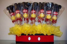 Mickey Mouse Marshmallow pops centerpiece