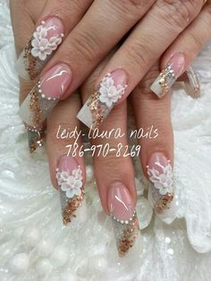 What in the world do you with those nails Fabulous Nails, Gorgeous Nails, Pretty Nails, Fancy Nails, Bling Nails, Beautiful Nail Designs, Beautiful Nail Art, Glamour Nails, Best Acrylic Nails