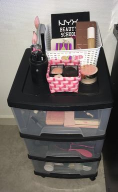 Tour rangement Make up Cute Braces Colors, Rangement Makeup, Pinterest Room Decor, Baby Pink Aesthetic, Pink Bedrooms, Makeup Store, Pretty Bedroom, Makeup Organization, Makeup Collection