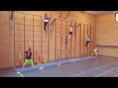 Vier op een rij (De Spelles www.facebook.com/despelles ) - YouTube Crossfit Kids, Pe Class, Pe Games, Physical Education, Physics, Basketball Court, Parenting, Activities, School