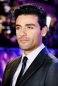 Oscar Isaac attends the European Premiere of 'Star Wars: The Force Awakens' at Leicester Square on December 16, 2015 in London, England.