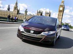 No lugar de gasolina, o FCX Clarity, da Honda, tem um tanque cheio de células de hidrogênio que se combinam ao oxigênio para gerar energia.