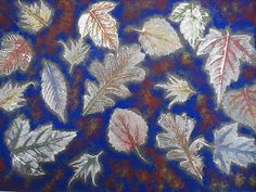 A faithful attempt: Leaf Prints with Sponged Background. This is a nice tutorial. Leaf Projects, Fall Art Projects, School Art Projects, Halloween Projects, Halloween Art, Fall Arts And Crafts, Autumn Crafts, Autumn Art, Art Classroom