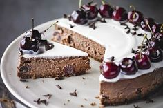Beauty is in the eye of the beholder, especially with this cherry masterpiece. Homemade Desserts, Cookie Desserts, No Bake Desserts, Easy Desserts, Dessert Recipes, Xmas Pudding, Chocolate Cherry, Chocolate Cake, Retro Recipes