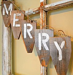 Down to Earth Style: Merry Christmas { JUNK } Banner from fence tops