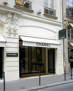 The Chanel store is so famous it needs no proper address, a bit like Father Christmas, North Pole.  Chanel, Paris is enough.
