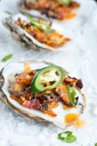 Baked oysters with mozzarella cheese, bacon, and jalapeños Gebackene Austern mit Mozzarella, Speck und Jalapeños Grilling Recipes, Fish Recipes, Seafood Recipes, Appetizer Recipes, Cooking Recipes, Healthy Recipes, Cajun Recipes, Fish Dishes, Seafood Dishes