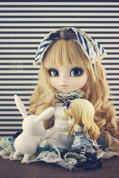 Pullip Classical Alice + Nendoroid Alice <3