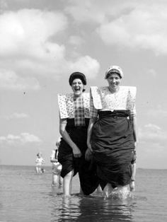 Two woman of Spakenburg paddling. Photo by Kees Scherer, 1950's.