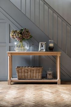 37 Inspiring Entryway Console Tables Ideas - All About Decoration Entrance Hall Tables, Hallway Ideas Entrance Narrow, House Entrance, Entrance Ideas, Entryway Ideas, Hall Table Decor, Hallway Tables, Entrance Halls, Hallway Console