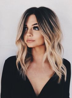 Best Long Bob Haircuts for Women Long Bob is always a classic haircut, but this season we'll take him to a new level. Curly, asymmetrical haircuts, thick parts, waves – the choice is endless! Long bob ha… - Station Of Colored Hairs Ombré Hair, Hair Day, Curls Hair, Hair Updo, Lob Curly Hair, Lob Haircut Thick Hair, Haircut Medium, Medium Hair Styles, Short Hair Styles