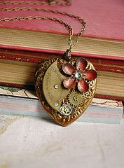 steampunk jewelry... this necklace is so pretty and unique!!