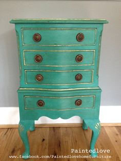 color and shape Annie sloan Florence with dark wax. Annie Sloan Chalk Paint Furniture, Annie Sloan Paints, Hand Painted Furniture, Distressed Furniture, Vintage Furniture, Painting Furniture, Furniture Fix, Furniture Projects, Furniture Makeover
