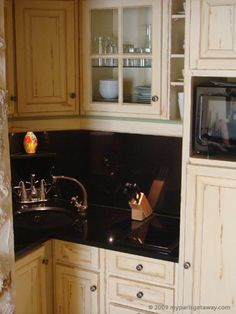 oak kitchen cabinet the granite is with the pickled cabinets 1138