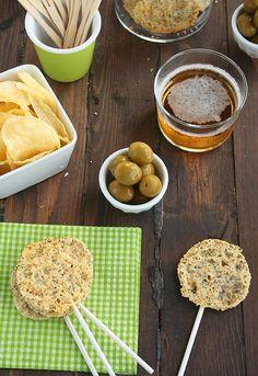 Piruletas de queso y semillas