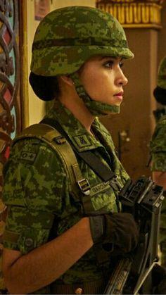 Estilo Chola, Female Soldier, Guns, Army, Military Women, Mexican Army, Military Art, Weapons Guns, Gi Joe