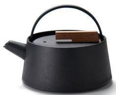小泉誠氏デザインの鉄瓶 鉄分補給もできる日本の伝統品南部鉄器