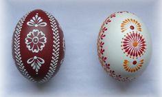 Kraslice reliéfní slepičí Diy And Crafts, Arts And Crafts, Paint Drop, Easter Egg Designs, Faberge Eggs, Egg Art, Christmas Decorations, Christmas Ornaments, Egg Decorating