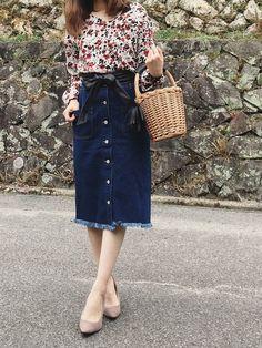 今日はポカポカでしたね◡̈⃝⋆ まだまだマイブームな花柄ブラウスに デニムスカート♡ プチプラGRLで上下コーデ😆💕 花柄シャツ👉🏻1999円 デニムスカート👉🏻1599円 Waist Skirt, High Waisted Skirt, Flower Prints, Fashion Ideas, Skirts, How To Wear, Outfits, Image, Clothes