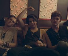 """Find and save images from the """"The Vamps"""" collection by { dd } (brokensoulbea) on We Heart It, your everyday app to get lost in what you love. Evan And Connor, Will Simpson, Bradley Simpson, The Vamps, Cool Bands, Cute Boys, Make Me Smile, Celebrities, Monkey"""