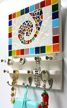 Diy Crafts For Gifts, Crafts To Make And Sell, Arts And Crafts, Mosaic Tile Art, Mosaic Diy, Mosaic Art Projects, Mosaic Stepping Stones, Diy Bed Frame, Creations