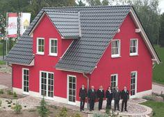Haus mit klassischem Satteldach und moderner Farbe >> Musterhaus in 06246 Bad Lauchstädt