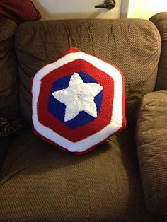 Captain America Pillow - free crochet pattern by Betanie 75.