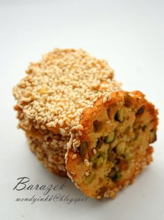 Barazek Recipe by: WendyinKK Makes 54pcs  200gm sesame seeds 70gm honey 120gm pistachio 120gm plain flour 160gm semolina flour/sugee...