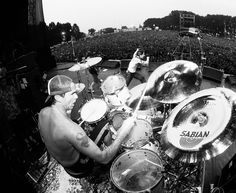 Chad Smith White Dogs, Cool Bands, Music Artists, Drums, Eye Candy, Chili, Stuffed Peppers, Photo And Video, Red