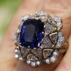 Tanzanite ring by Buccellati Bridal Jewelry, Gemstone Jewelry, Gold Jewelry, Jewelry Rings, Jewelry Accessories, Jewelry Design, Jewellery, Antique Jewelry, Vintage Jewelry