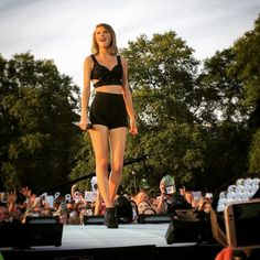 Taylor performing in Hyde Park, London 6.27.15
