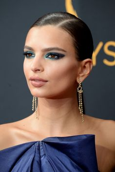 This May Be Emily Ratajkowski's Sexiest Eye Makeup Look Yet