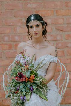 Ana Célia Berto by Fer Suhett Beautiful Bride, Brides, Crown, Fashion, Weddings, Engagement, Moda, Fashion Styles, The Bride