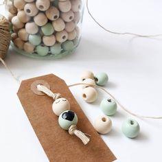 Ik heb al veel plezier gehad van 1 kapot geknipte woonketting 🤣 Deze lieve poppetjes zijn zo gemaakt. Leuk voor aan een kraamcadeautje of…