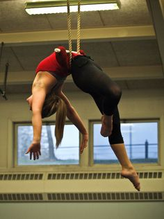 Static trapeze layout wrap - this looks like it feels so terrible but also so good. Aerial Hammock, Aerial Hoop, Aerial Arts, Aerial Acrobatics, Aerial Dance, Aerial Silks, Vintage Circus Costume, Circus Photography, Wild Is The Wind