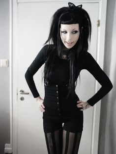 A little #Hipster #Goth going on here. Cute and I like it no matter what the hardcore traditionals say!